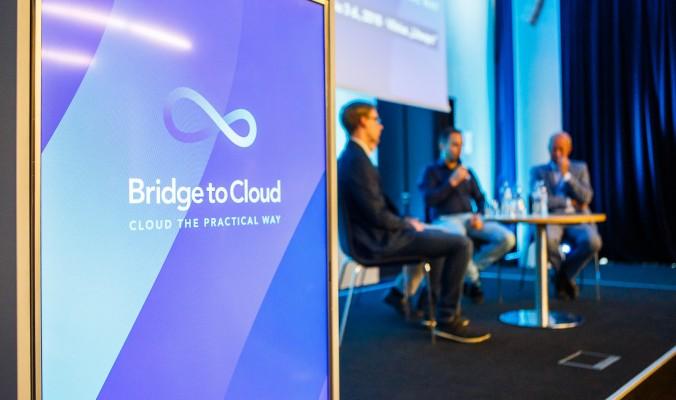 Blur Bridge Bridge To cloud konferencija